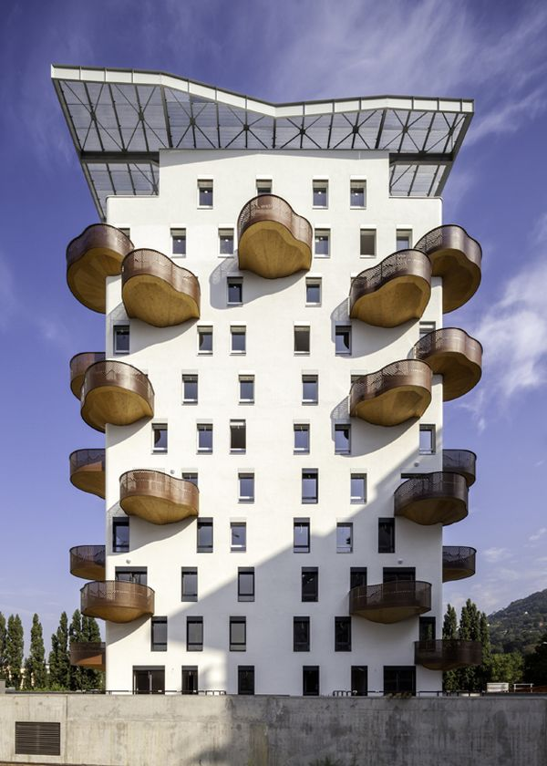 Projecting organic balconies