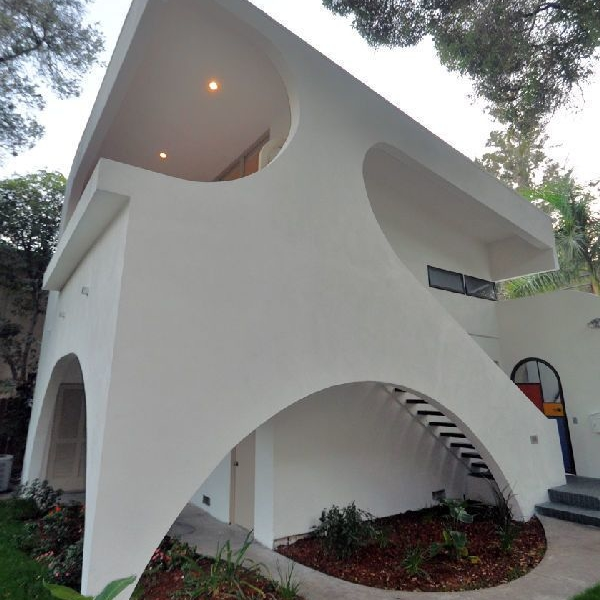 Richard Neutra designed 3-bedroom triplex