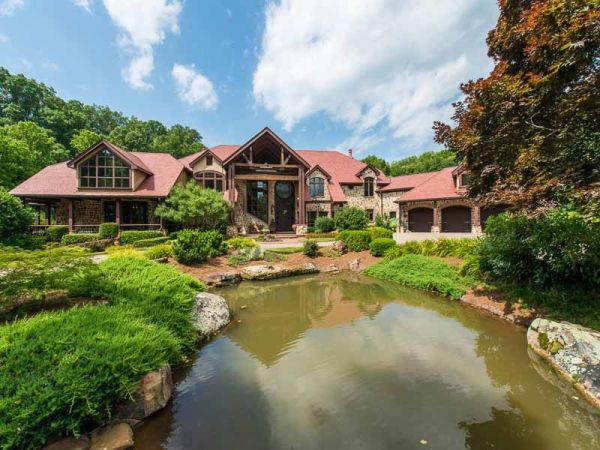 Western themed Gainesville Estate