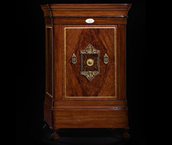 Doettling's Legends safes