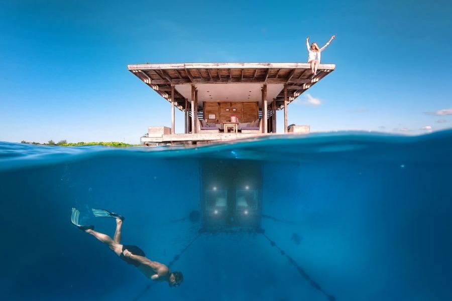 Manta Underwater Room Zanzibar