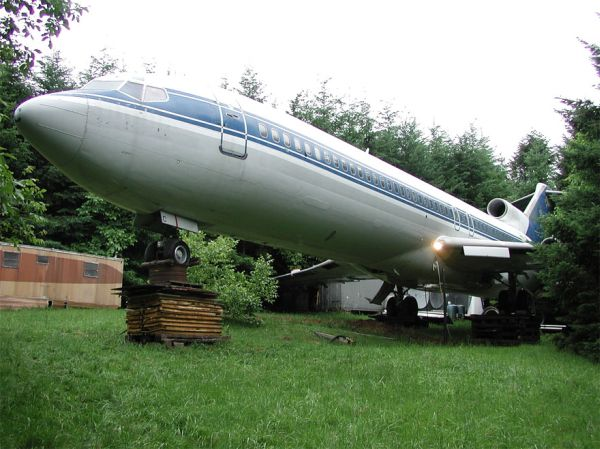 Boeing 727 Airplane Home