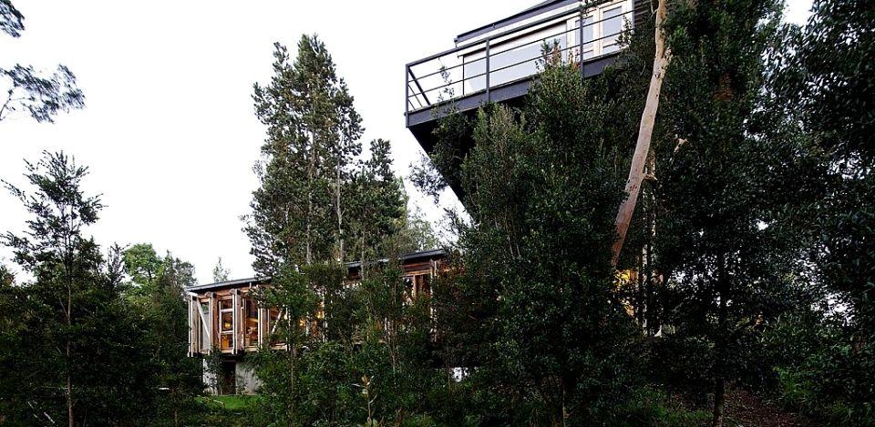 Chilean Bridge House by Aranguiz-Bunster Arquitectos