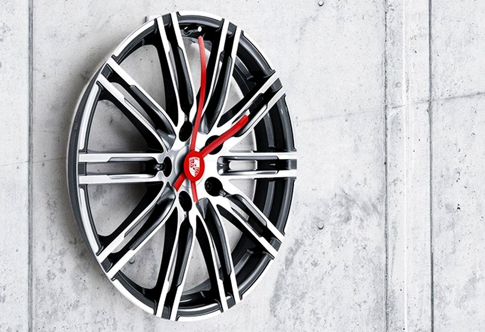 Porsche 20-inch Wall Clock of 911 Turbo Rim