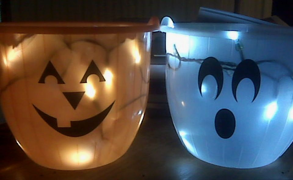 DIY Illuminating Halloween Candy Bucket
