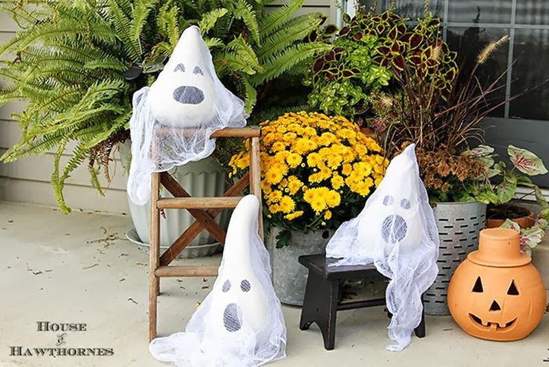 DIY-Painted-Ghost-Gourds