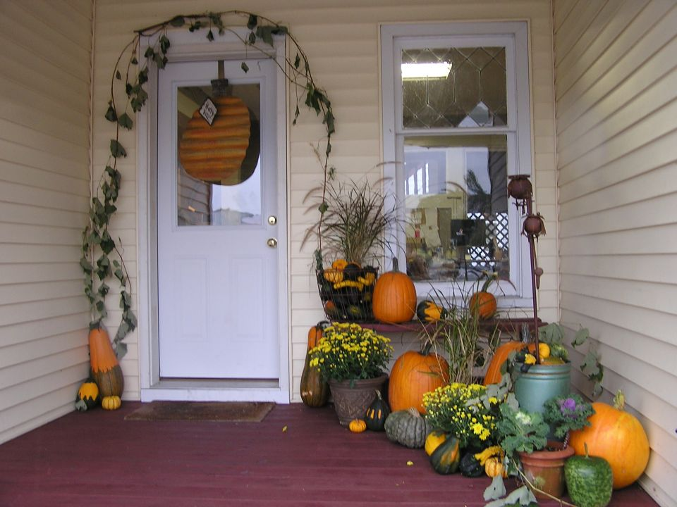 Decorate front porch for Halloween