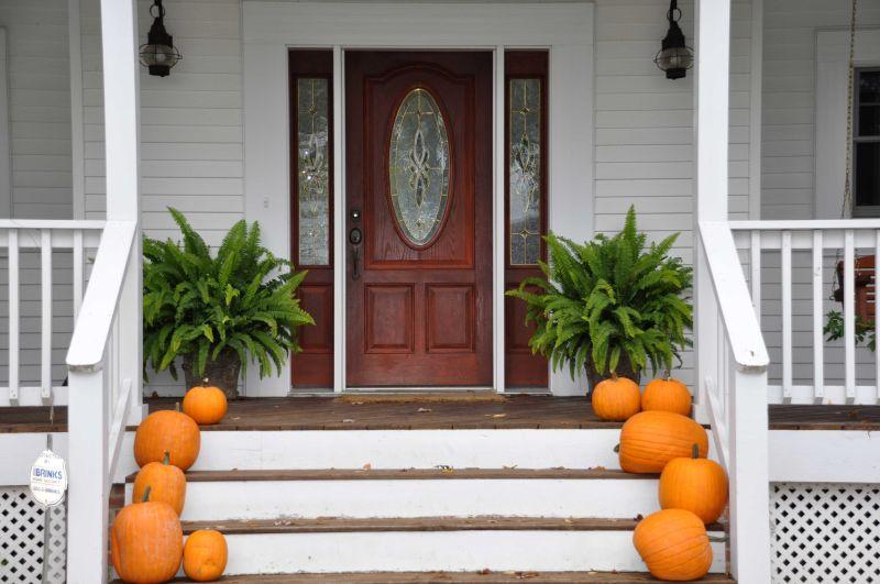 Pumpkin Halloween decor front porch