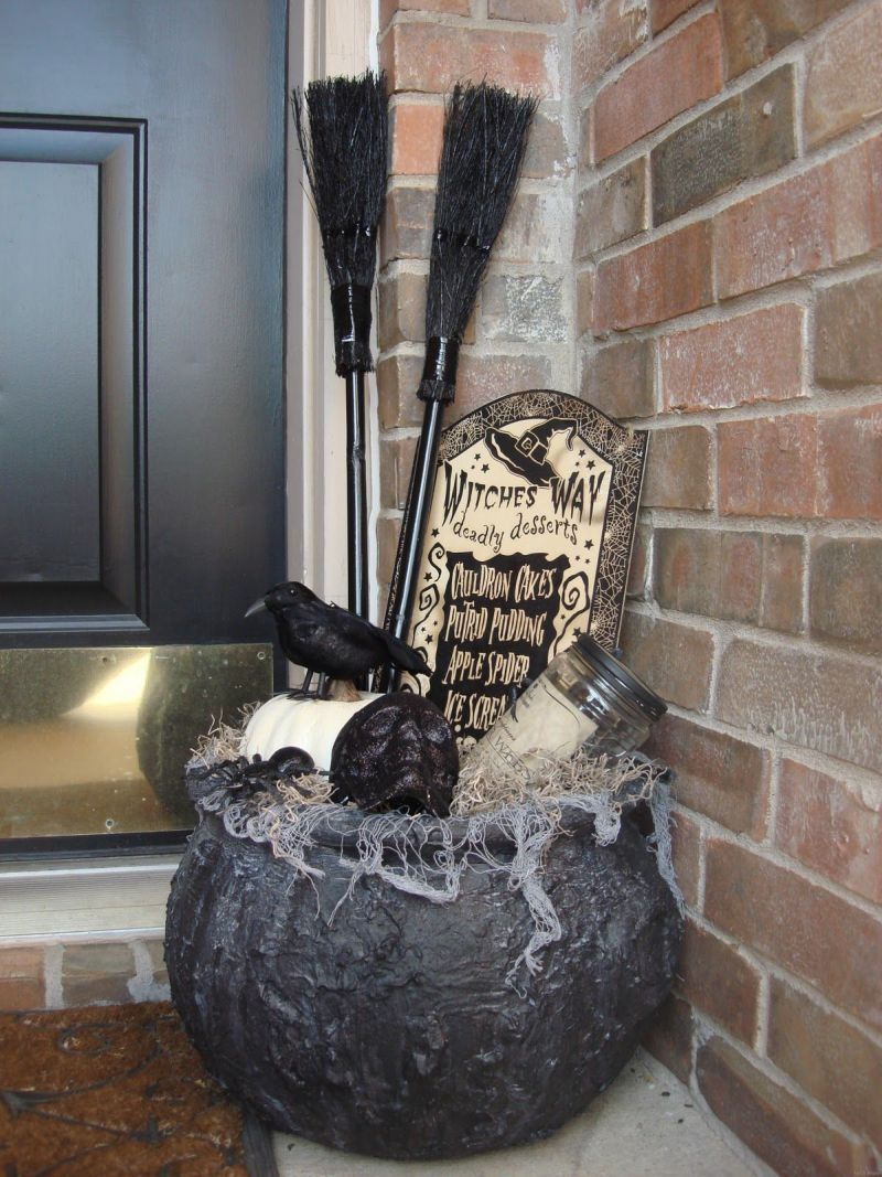 witch decor front porch halloween_1