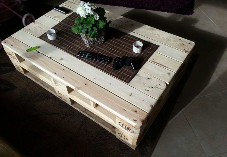Lift-top Coffee Table with Abundant Storage Space
