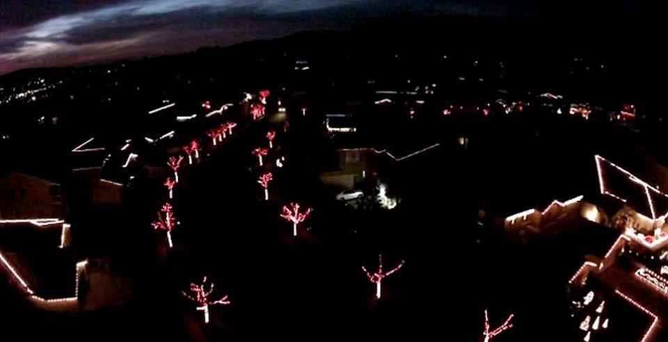 California neighborhood united to sync electrifying Christmas light display