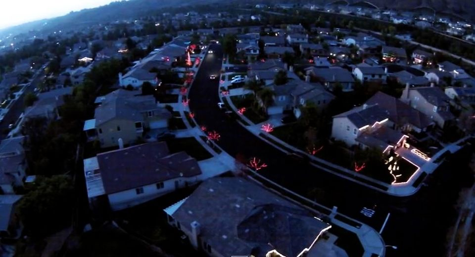 California neighborhood united to sync electrifying Christmas light display