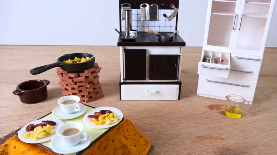 Dollhouse-sized Kitchen Cooks Real Food