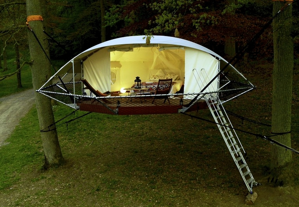 Dom'Up Suspended Treetop Cabin