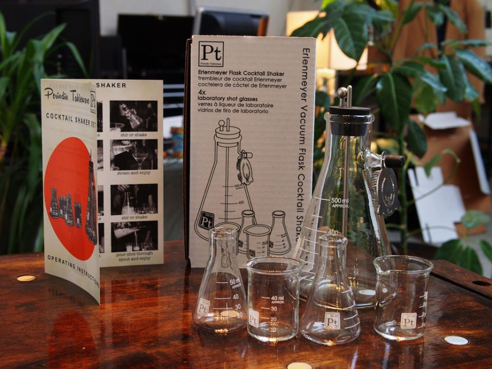 The set comprises of two beakers and two flask shot glasses