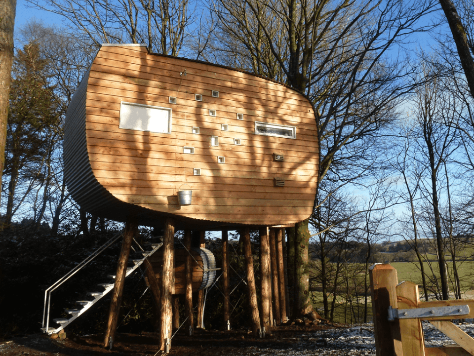 Farmer Julie builds off-grid bothy and treehouse