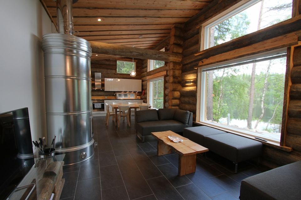 Well equipped kitchen with sitting area