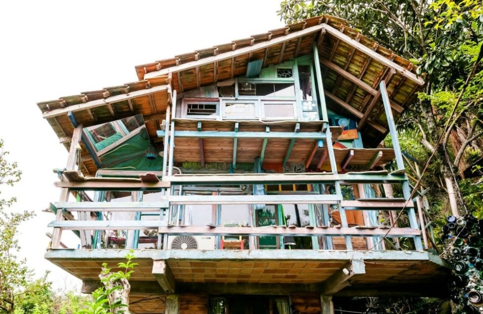 Colorful Treehouse Cabana Floripa in Brazil