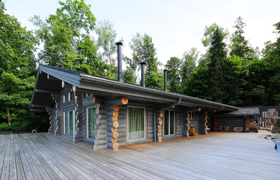 Wooden cottage by Elena Shcherbakova
