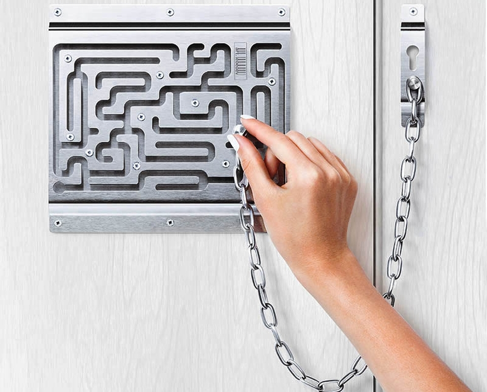 Defendius Labyrinth Door Chain Lock