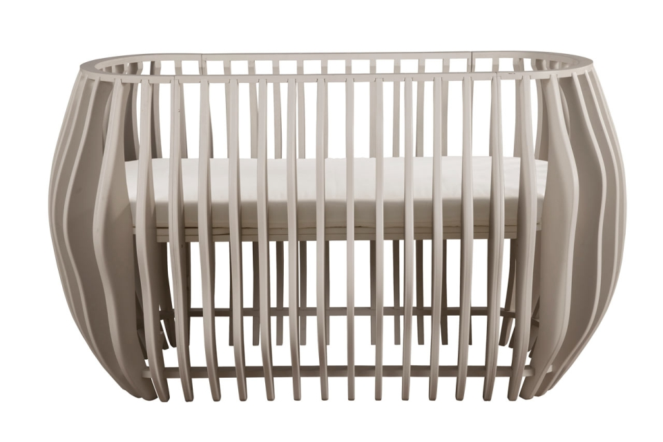 Gradient crib can be converted into bassinet to protect your kid from dust