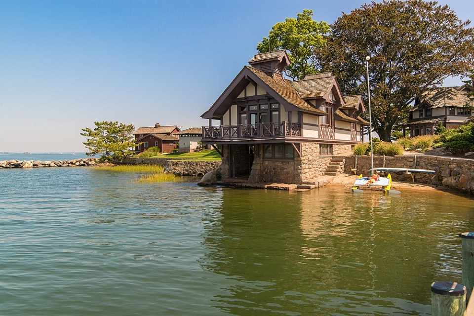 The Boat house with large game-room