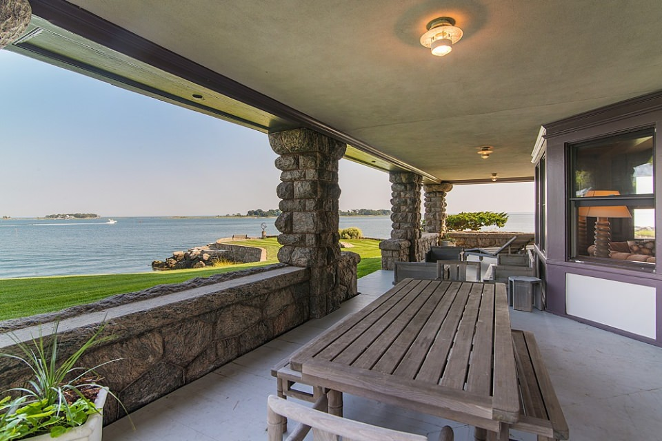 The porch with the view of private beaches