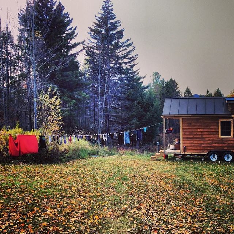 The Tiny House on wheel with clothesline
