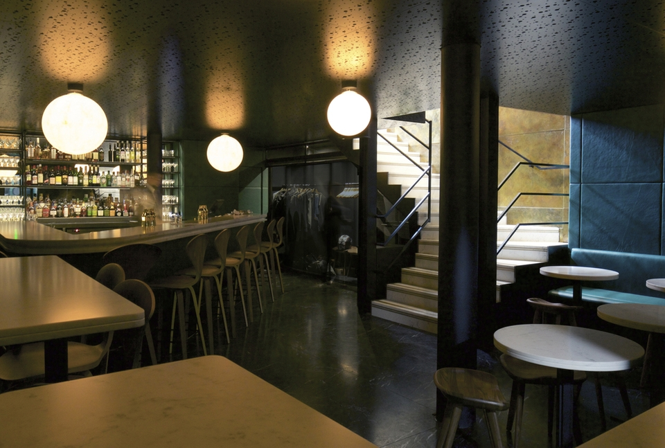 The basement intimate bar is designed with green leather and whiter marbles to create a warm atmosphere