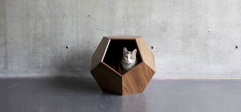 The Missy Cave is ideal for small cats and dogs