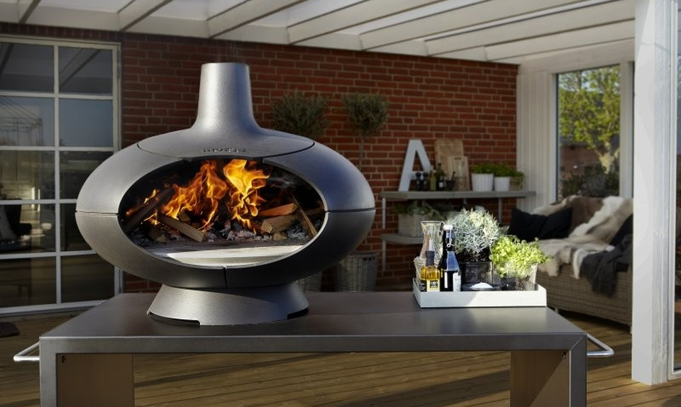 Morso Forno pizza oven doubles as outdoor fireplace - HomeCrux