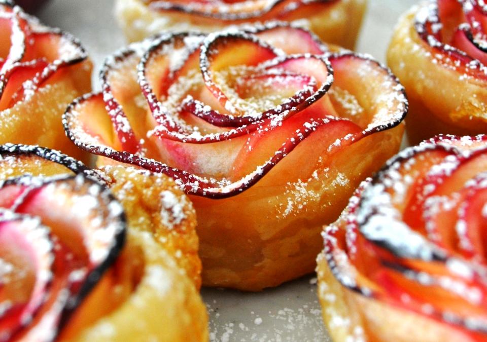 Rose-shaped Apple Dessert
