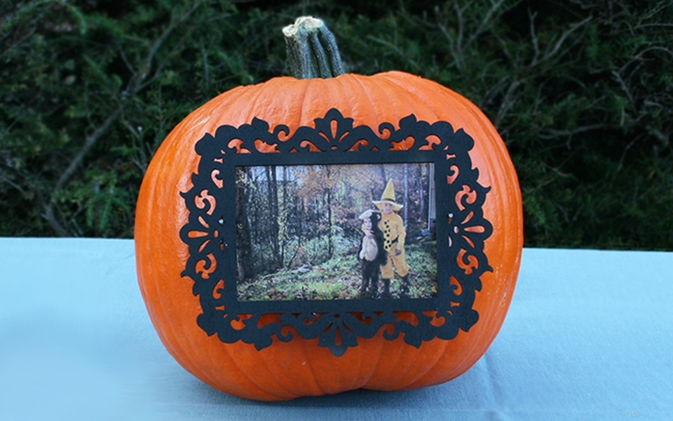 DIY pumpkin photo frame for picture perfect Halloween