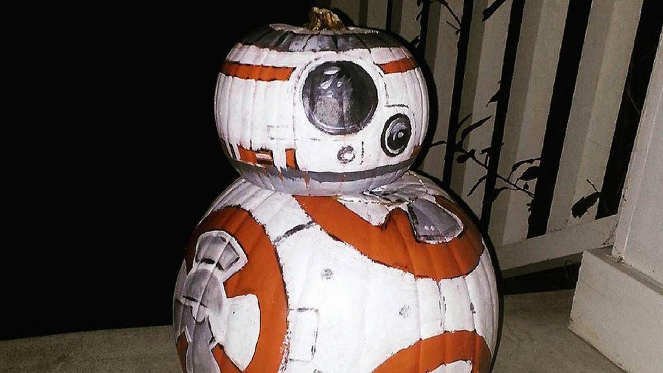 Star Wars fans roll on this Halloween with BB-8 jack-o'-lantern