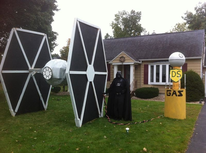 Unique Halloween Yard Display Ideas for Geeky Homeowners