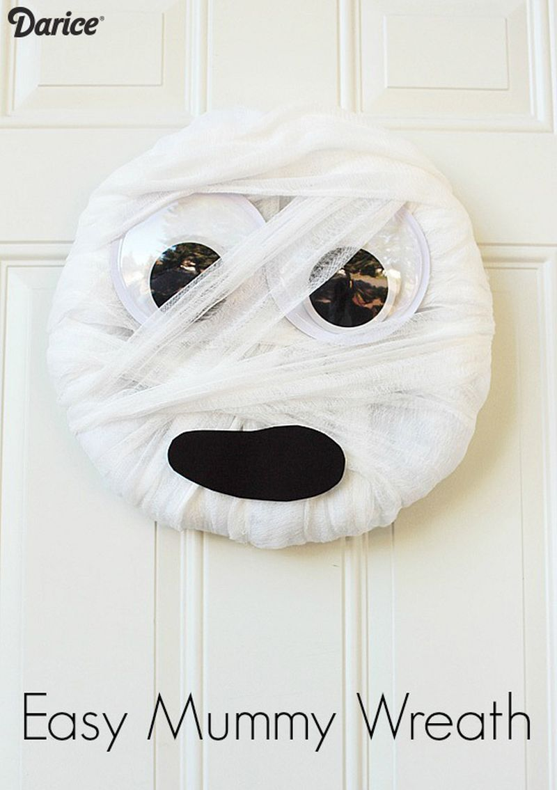 easy to make Mummy Wreath
