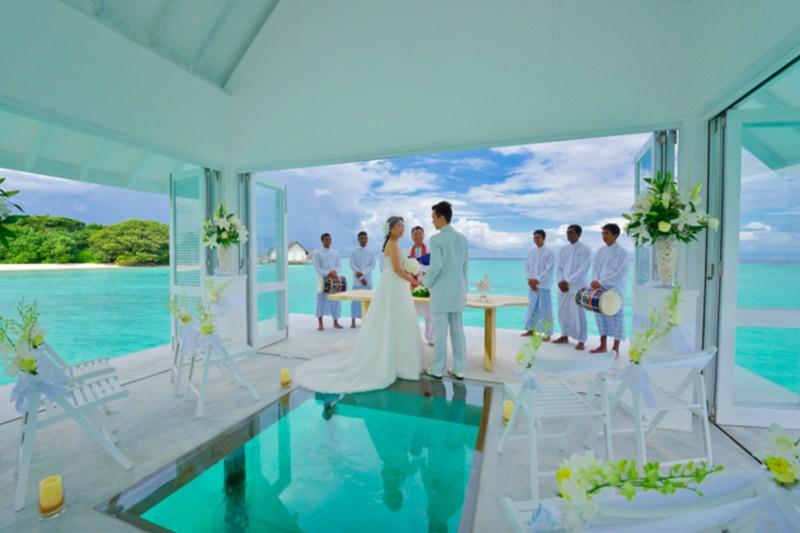 Heaven Wedding in Middle of Indian Ocean
