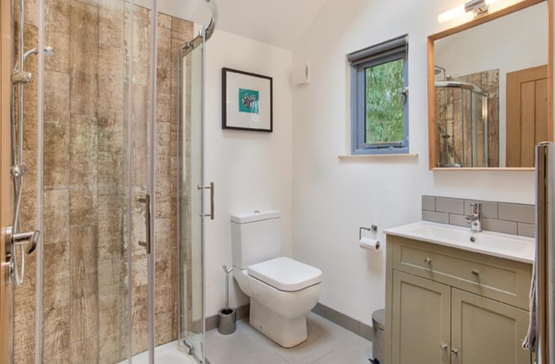 Fully-functional bathroom with all modern amenities