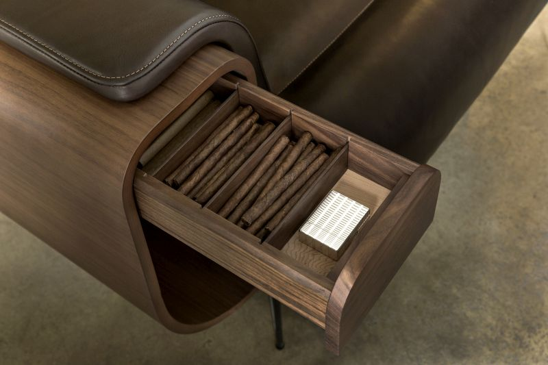 El Purista smoker's armchair