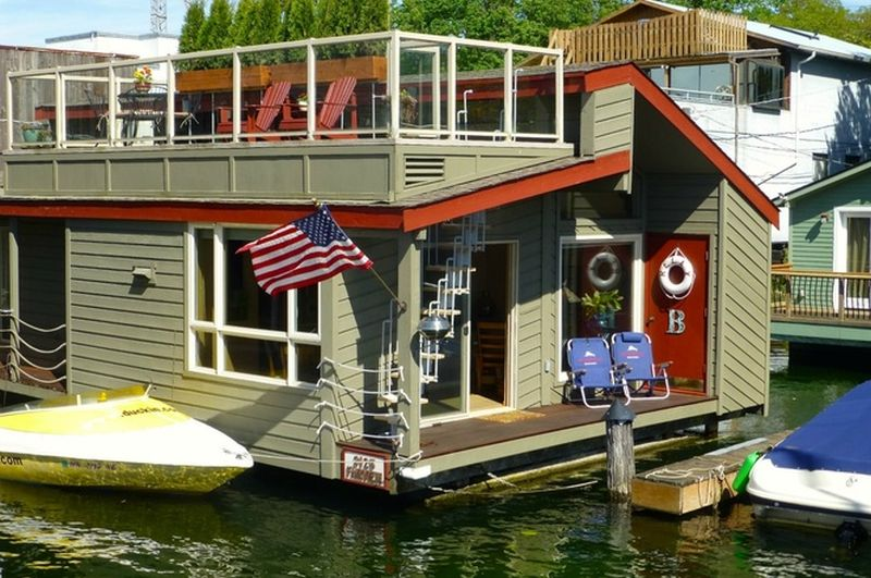 875 sq. ft. floating house