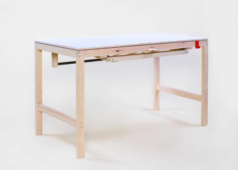 Sebastian Zachl height-adjustable table