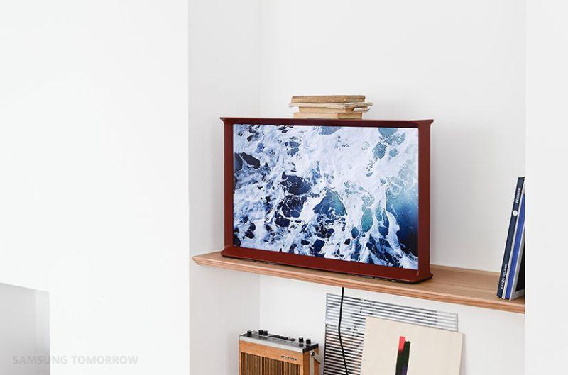 Font-inspired Samsung Serif TV