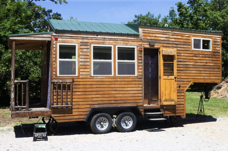 Houston carpenter builds tiny living quarters on wheels