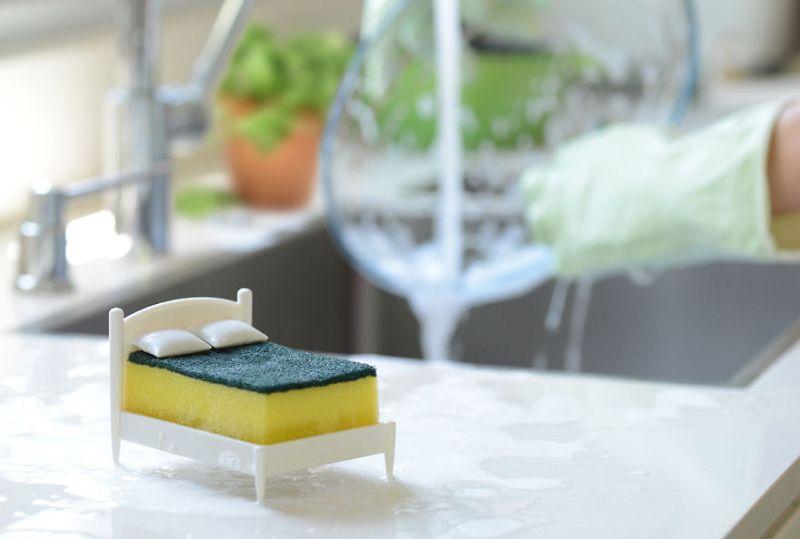 Clean Dreams miniature bed kitchen sponge holder
