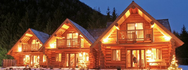 Night view of the log house