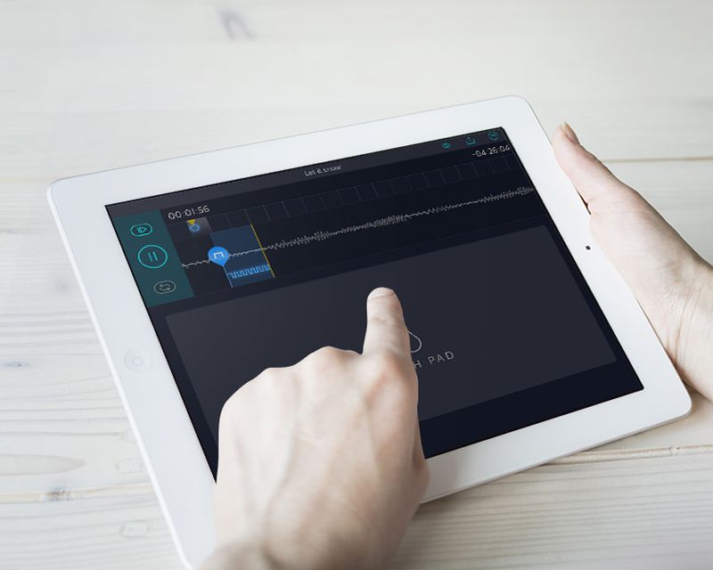Dedicated app to connects it to Wi-Fi router and to customize the light show