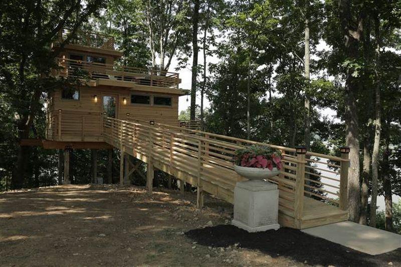 Frank Lloyd Wright-Inspired Triple-Decker Treehouse