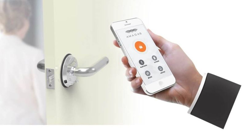 Connects to smartphone by Bluetooth