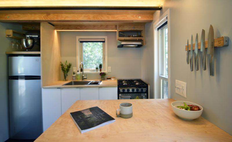 Complete kitchen with modern accessories