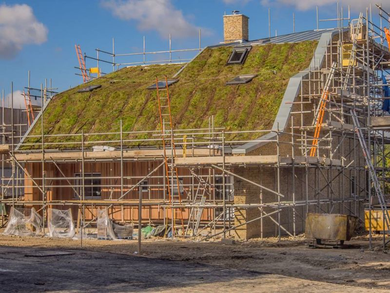 Making the planted sloping roof